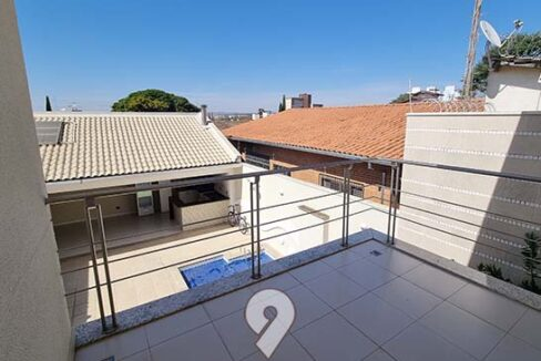 Casa área central alto padrão 30